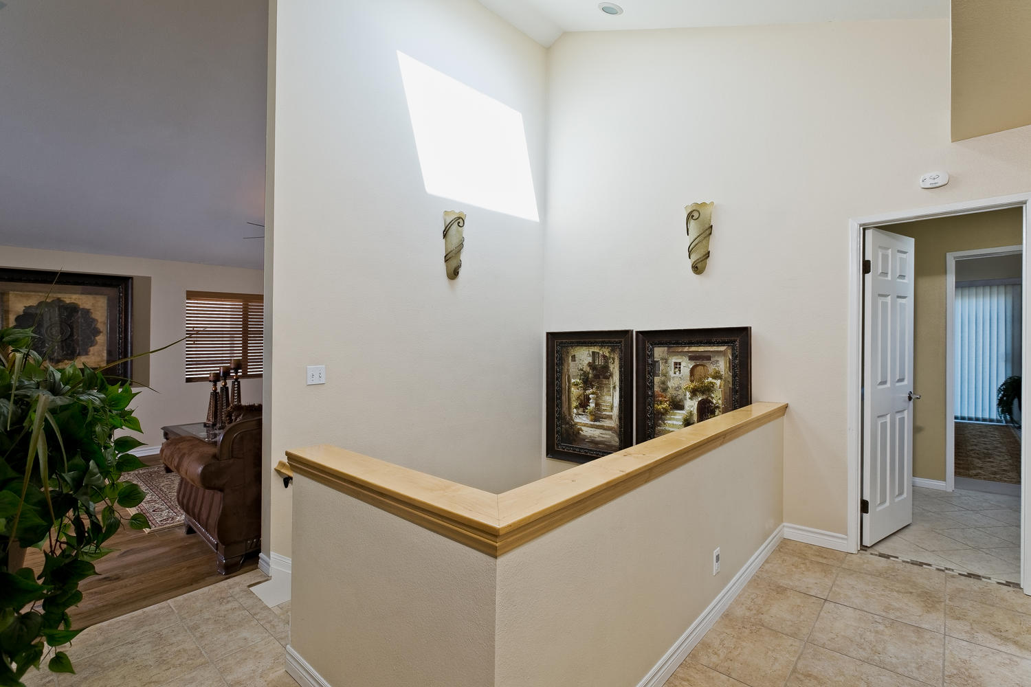 5427 Reef Way Oxnard CA 93035-large-001-Foyer-1500x1000-72dpi