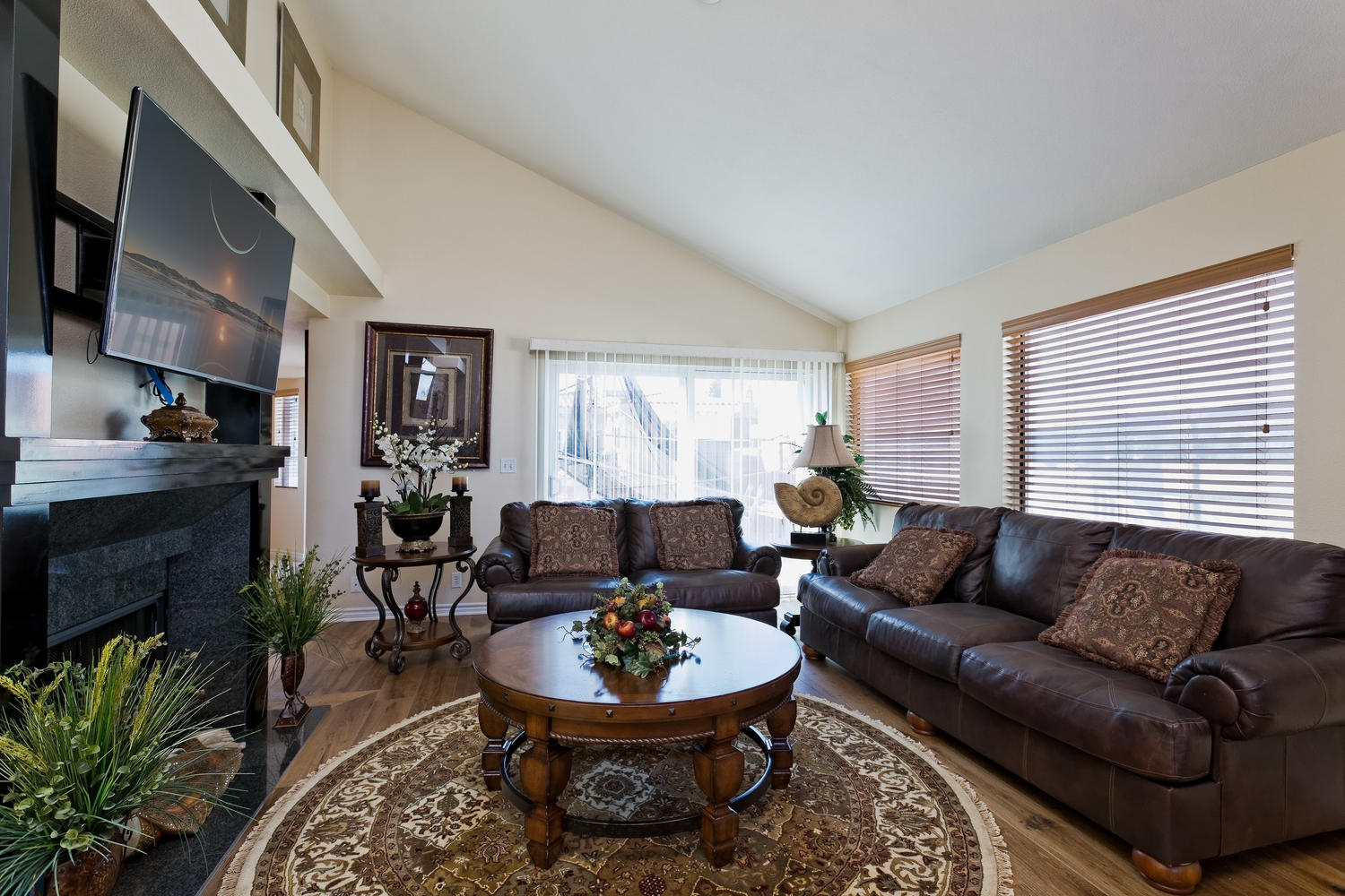 5427 Reef Way Oxnard CA 93035-large-003-Family Room-1500x1000-72dpi