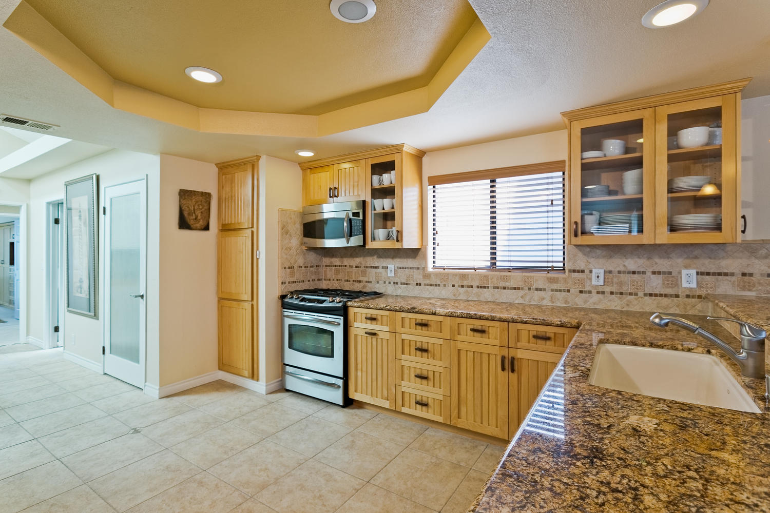 5427 Reef Way Oxnard CA 93035-large-008-Kitchen-1500x1000-72dpi